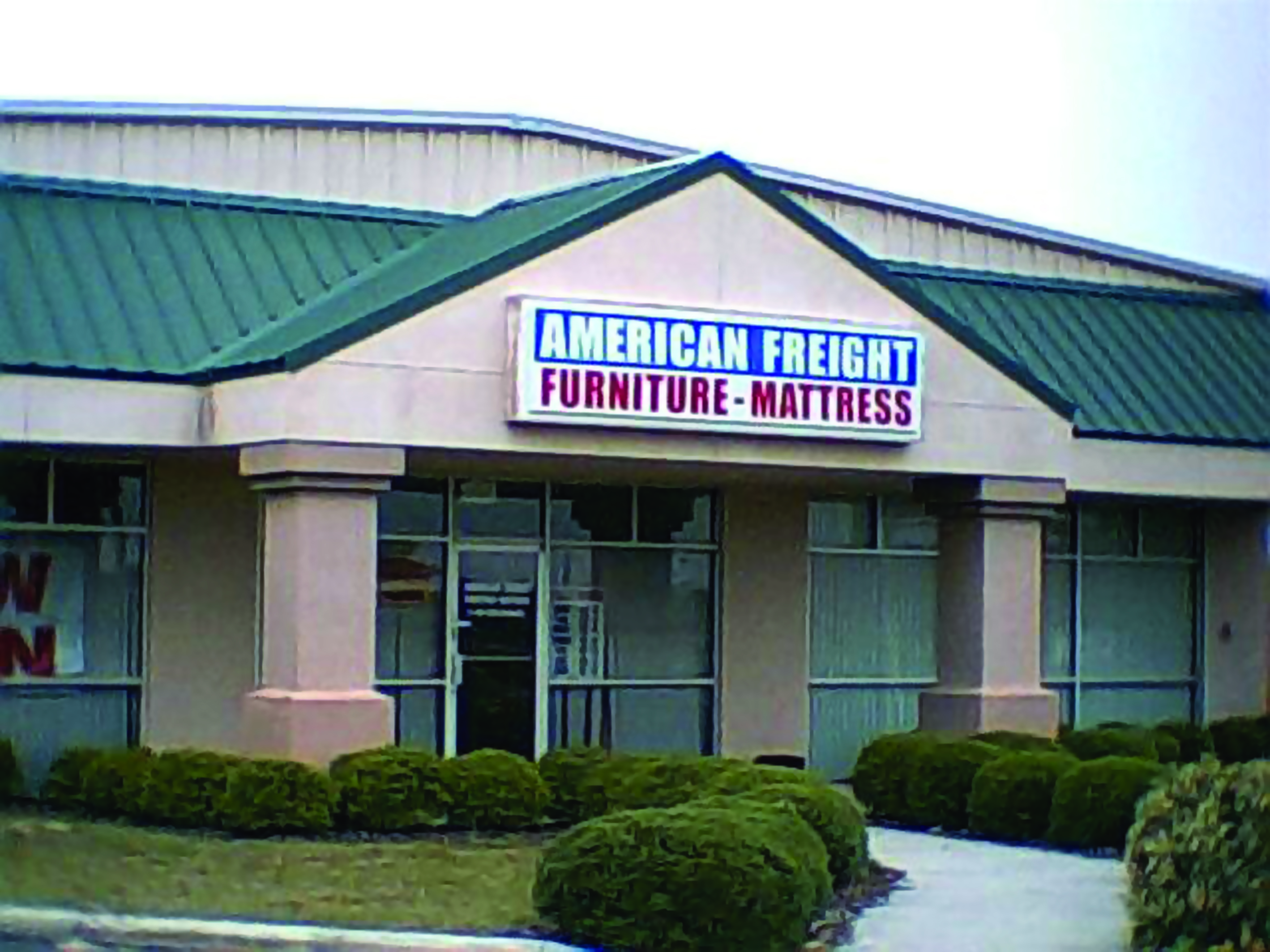 American freight moves lakeland furniture store to new for Furniture warehouse