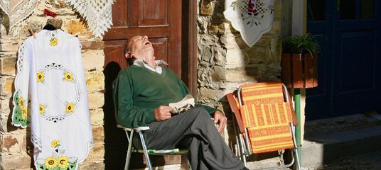 Tips to Sleep While Traveling This Holiday Season